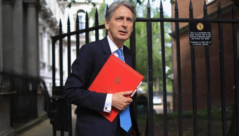 Бюджет-2017: Что в красном чемодане Филиппа Хэммонда? фото:independent.co.uk