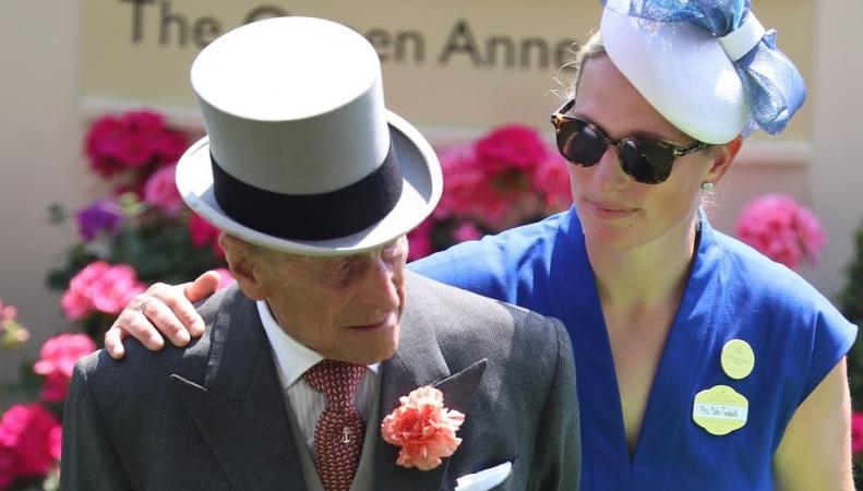 Супруг Ее Величества экстренно госпитализирован фото:dailymail