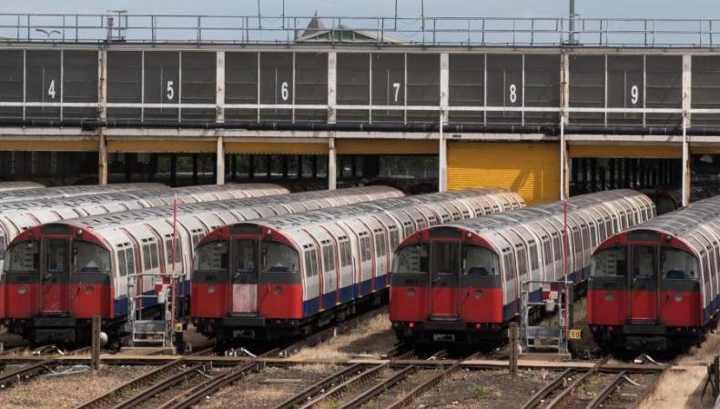 TfL будет по-новому бороться с листвой на рельсах метрополитена фото:standard.co.uk