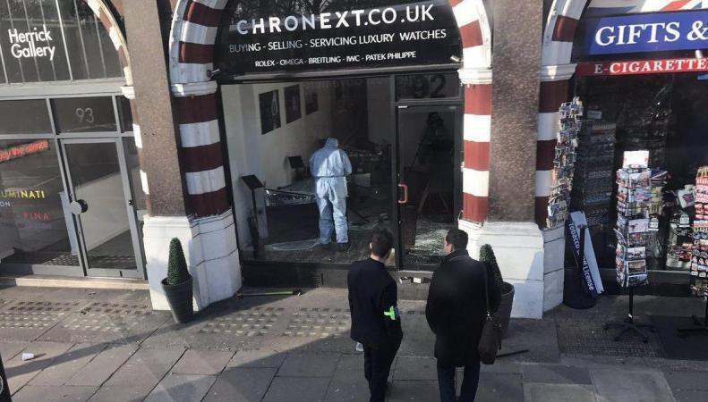 Часовой магазин в центре Лондона ограблен второй раз за полгода фото:standard.co.uk
