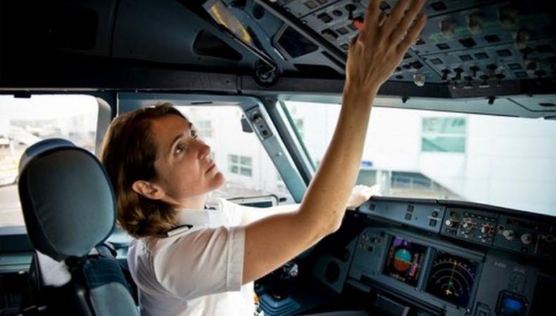 EasyJet отдаст предпочтение женщинам при конкурсе на вакансии пилотов фото:bbc.com