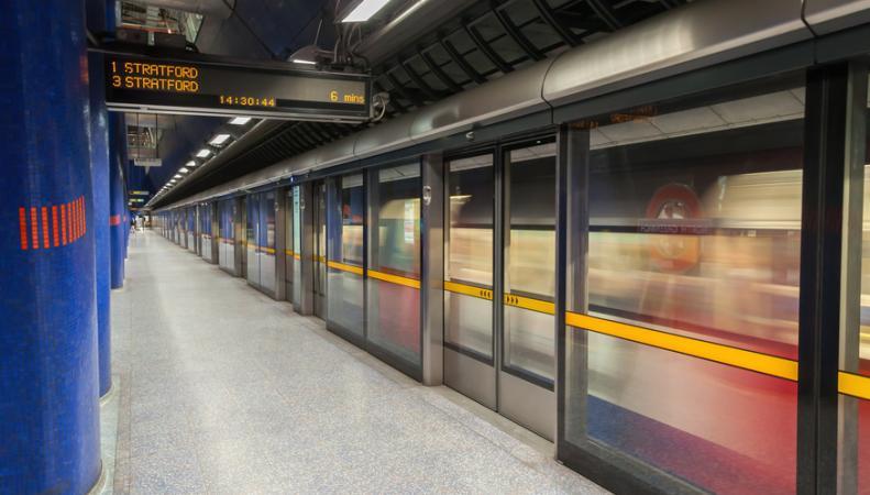 TfL установит стеклянные барьеры безопасности на платформах метро