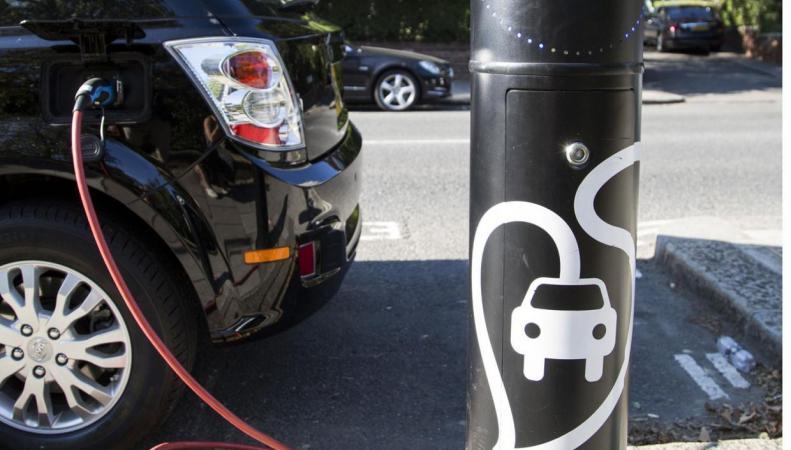 Британским автомобилистам не по карману переход с дизеля на электричество фото:standard.co.uk