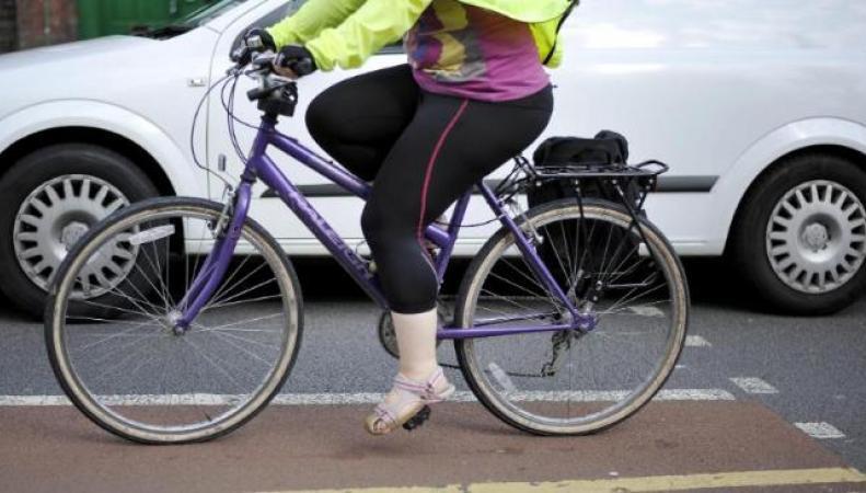 Британская полиция будет «ловить на живца» нарушителей ПДД в отношении велосипедистов фото:bt.com