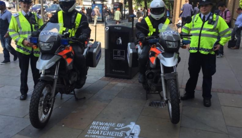 В Ислингтоне орудует банда телефонных воров на мопедах фото:islingtongazette.co.uk