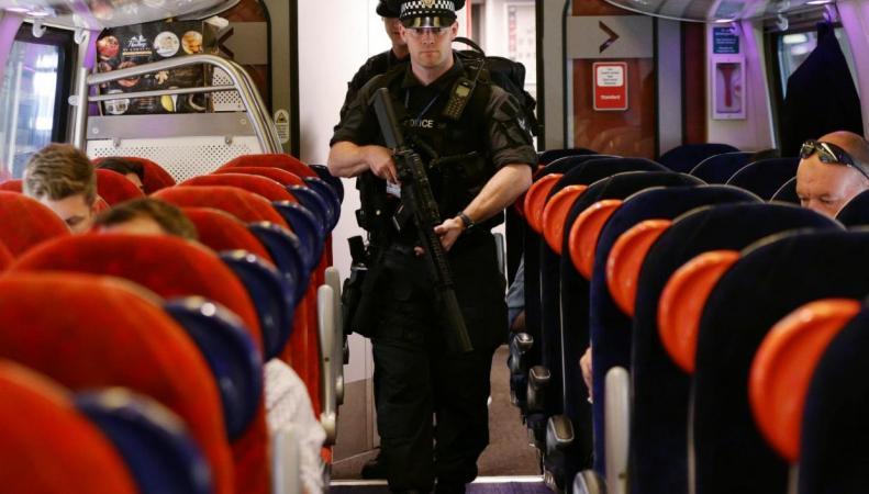 Вооруженное патрулирование введено в британских поездах фото:standard.co.uk