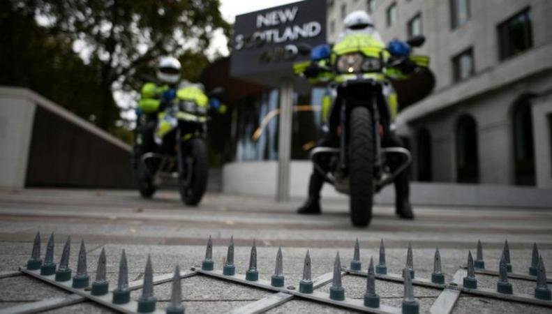 Полиция Лондона изменит тактику борьбы с бандитами на мопедах