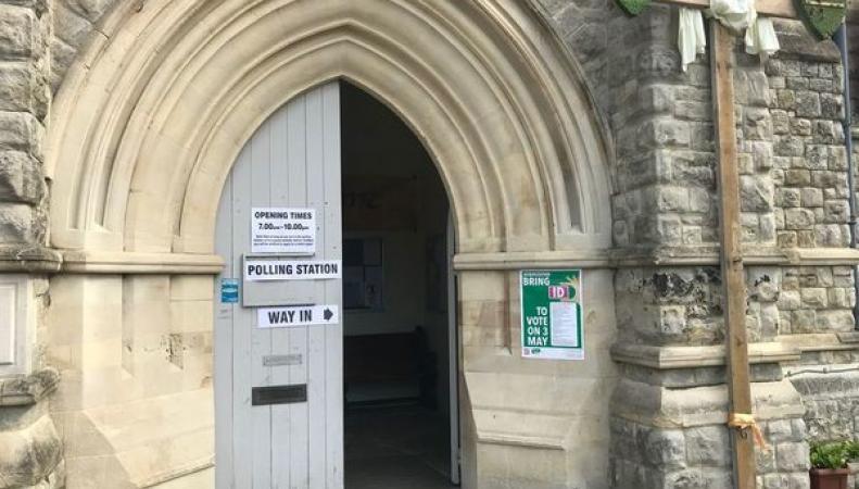 На местных выборах в Англии ужесточили требования к удостоверению личности избирателей