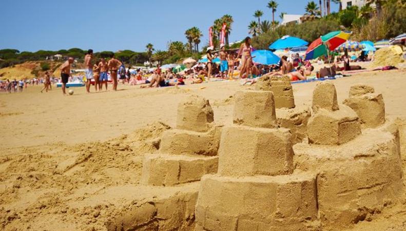 Названо туристическое направление, наиболее доступное и выгодное для британцев фото:theguardian.com