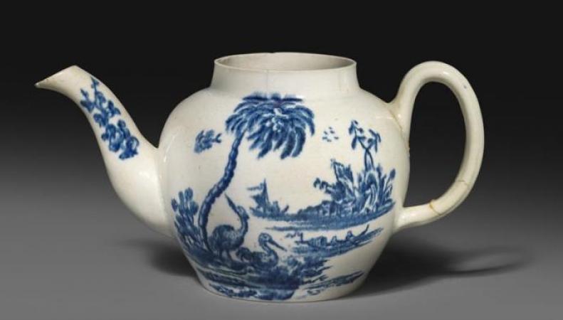 Разбитый фарфоровый чайник продан на аукционе за полмиллиона фунтов стерлингов