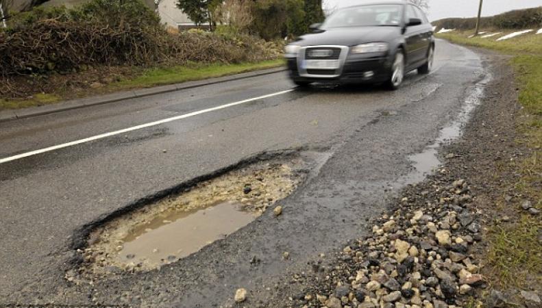 Состояние автомобильных дорог в Великобритании признано худшим за восемь лет