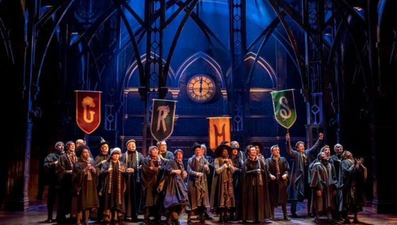 Постановка спектакля о Гарри Поттере продлена до февраля 2018 года фото:getsurrey.co.uk
