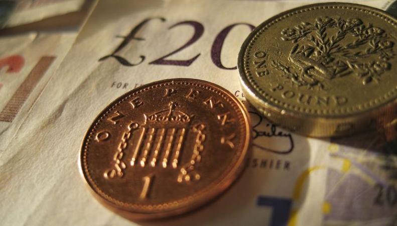 Эксперты предсказали новое снижение курса фунта стерлингов фото: bloomberg.com