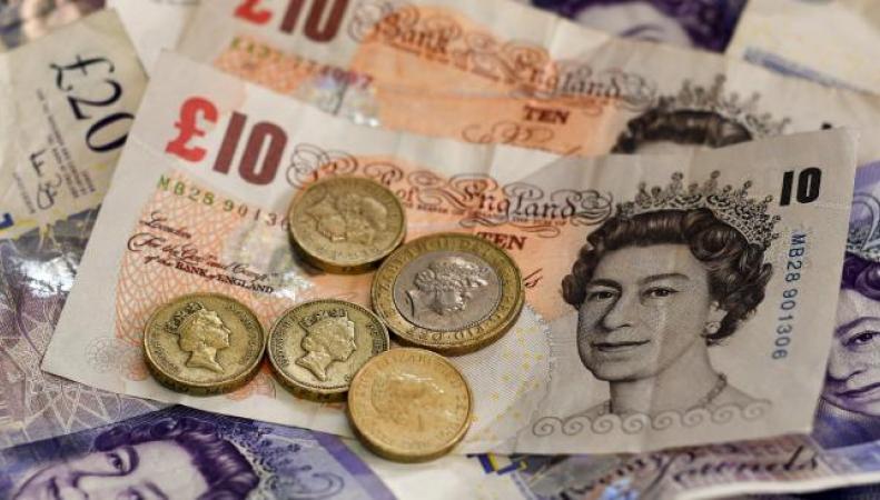 Курс фунта стерлингов обвалился на 10% во время пятничной биржевой сессии в Азии фото:dailymail.co.uk