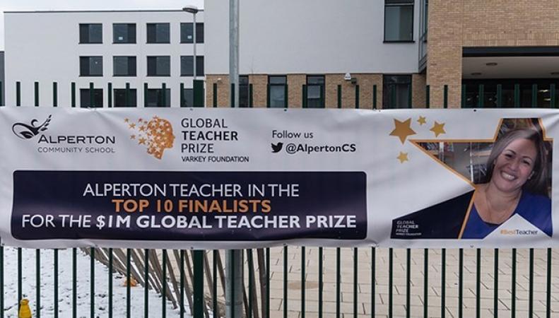 «За преданность работе»: учительница из Великобритании получила премию в $1 миллион