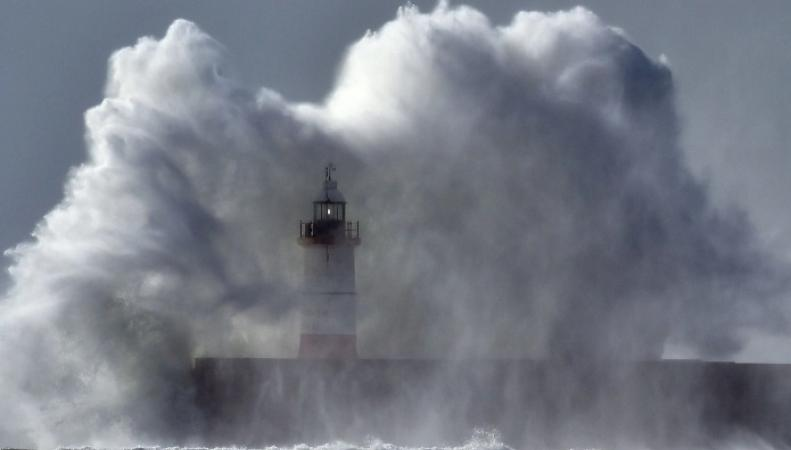 Британское метеобюро присвоило особый статус приближающемуся шторму