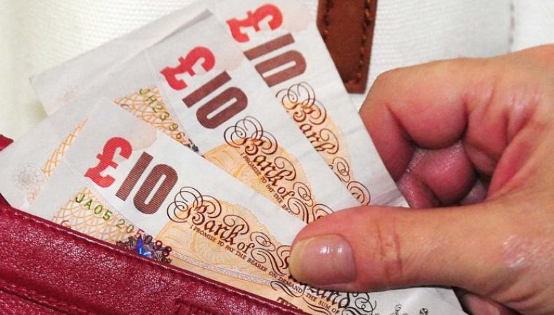 Магазины продлили на два дня срок хождения бумажных десятифунтовых банкнот