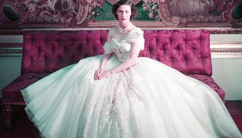 Музей V&A открыл экспозицию нарядов Christian Dior