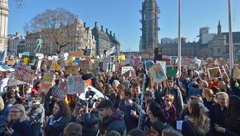 Тереза Мэй осудила школьников за участие в экологической забастовке