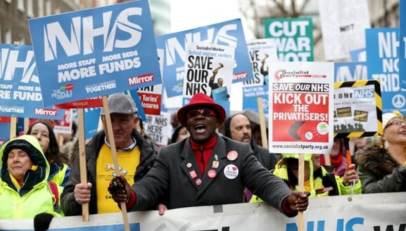 «Почините NHS!»: В Лондоне прошла массовая уличная акция протеста