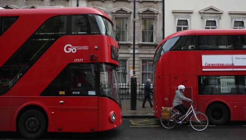 Лейбористы предложили расширить категорию льготных пассажиров в автобусах