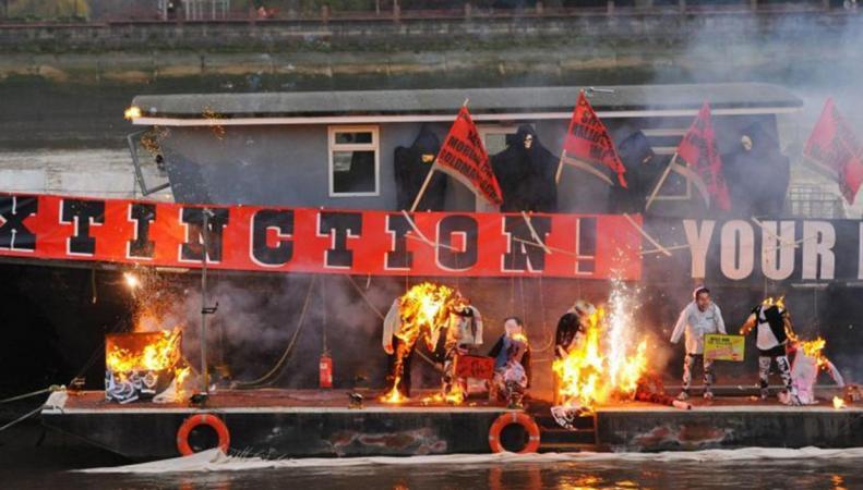 Пожар на пять миллионов фунтов в центре Лондона: теперь панк действительно мертв фото:independent.co.uk