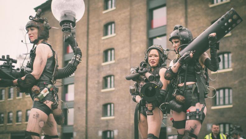PUNKX: Уличное шоу в стиле «Безумного Макса» в Лондоне фото:boredpanda.com