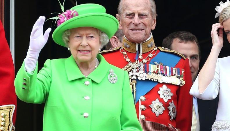 Наряд королевы Елизаветы II на параде в Лондоне вызвал шквал шуток и «фотожаб» фото:bbc.com