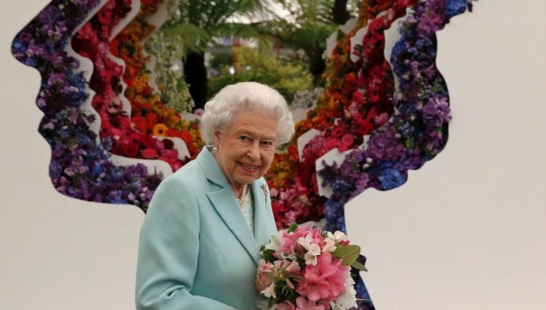 Королева Елизавета II и младшие Виндзоры посетили Chelsea Flower Show фото:dailymail.co.uk