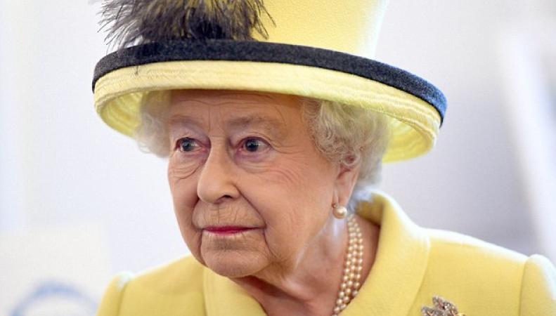 Королева Елизавета II отложила рождественское путешествие по состоянию здоровья