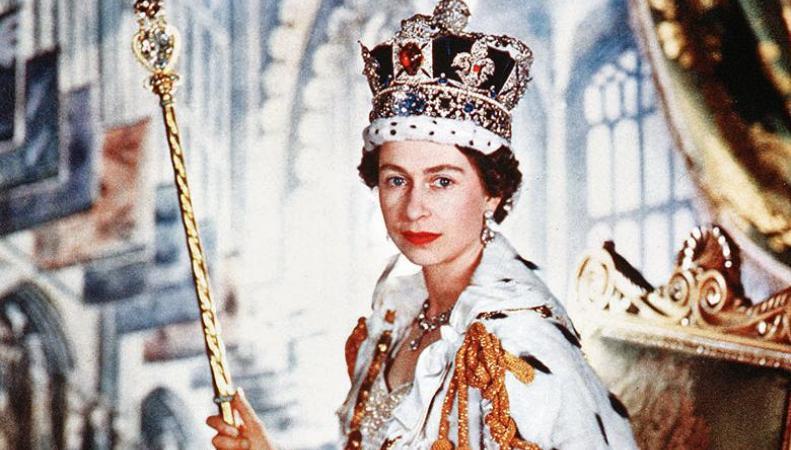 Елизавета II станет «сапфировой королевой»