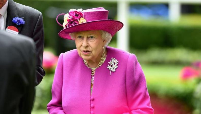Доходы королевы Великобритании спрятаны в оффшорах, - откровения Paradise Papers