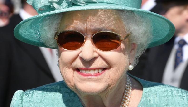 Королева Елизавета II провела первый летний прием на лужайке Букингемского дворца