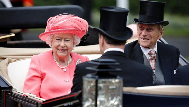 Радости и печали Ее Величества на скачках в Аскоте фото:dailymail.co.uk