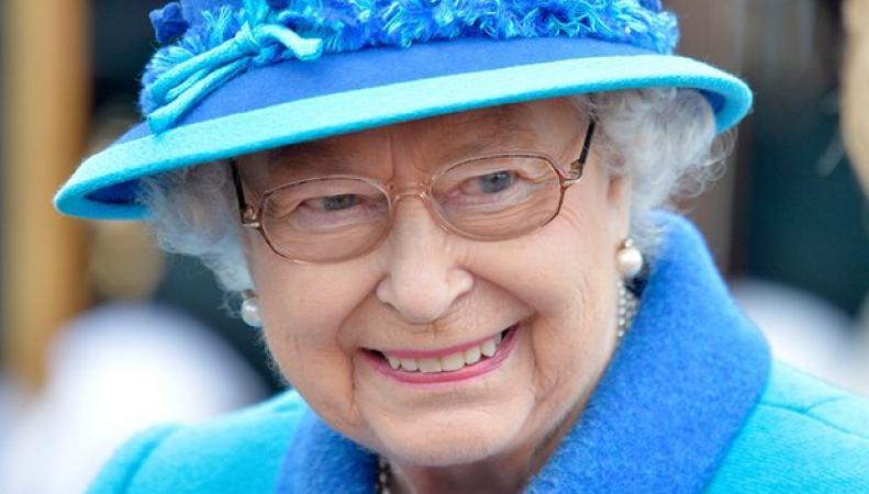 Королева Англии иеесупруг направились нарождественские каникулы