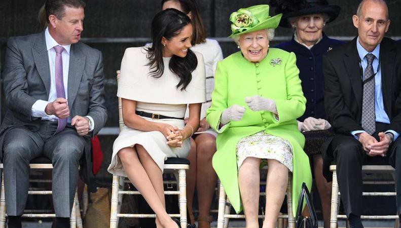 Королева Елизавета II и герцогиня Меган провели совместный визит в Чешир