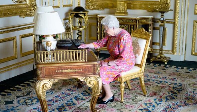 Королева Елизавета отправила подданным твит с благодарностью за поздравления фото:mirror.co.uk