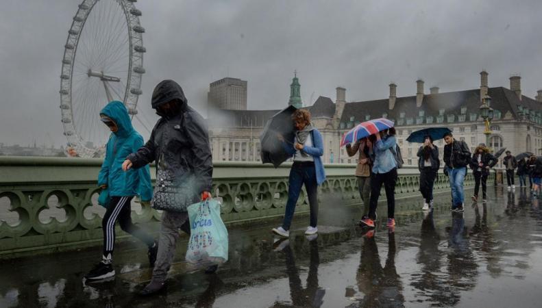Проливной дождь грозит испортить Детский день на лондонском карнавале фото:standard.co.uk