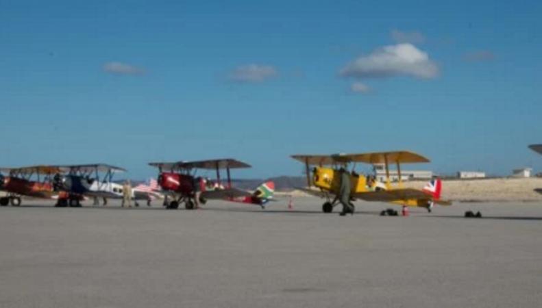 Британец на старом самолете в Африке нашелся, потерялся и нашелся опять фото:eveningexpress.co.uk