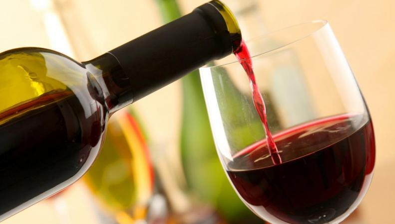 Британских потребителей предупредили о поддельном французском вине фото:standard.co.uk