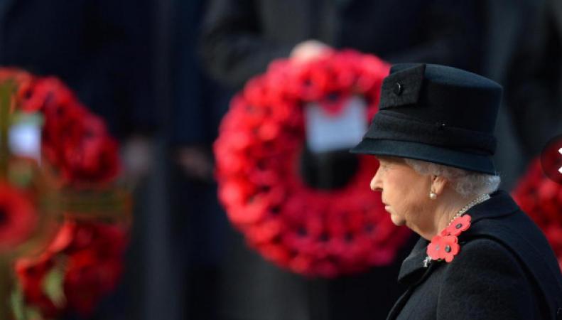Королевская семья посетила службу у Кенотафа в Поминальное воскресенье фото:standard.co.uk
