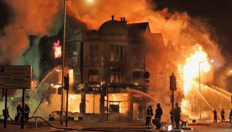Годовщина London Riots: город может вспыхнуть вновь фото:businessinsider