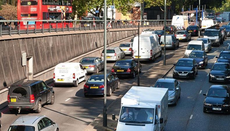 Лондонских водителей будут штрафовать за оставленный включенным двигатель фото:standard.co.uk