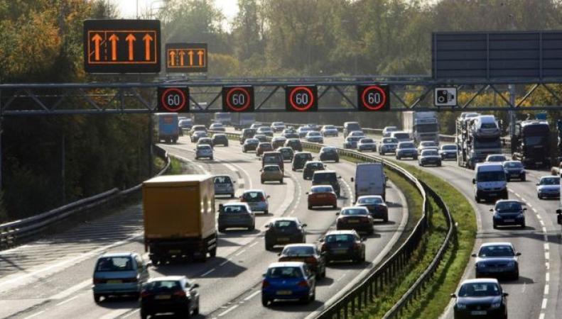 Британские автомобилисты застрянут в пробках в банковские выходные фото:bbc.cm