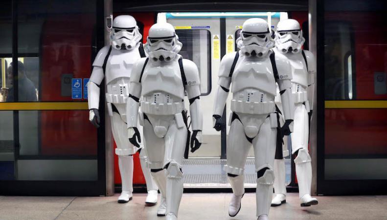 Имперские штурмовики вторглись в центр Лондона фото:londonist.com