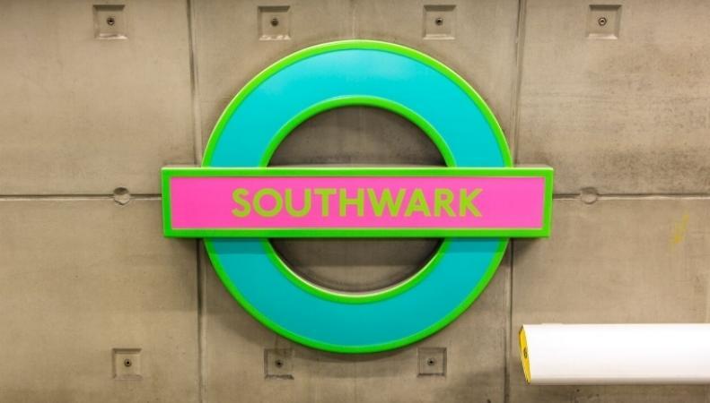 Логотип лондонского метро сменил цвет фото:londonist.com