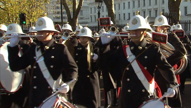 Матросы королевского флота впервые приняли участие в смене караула Букингемского дворца