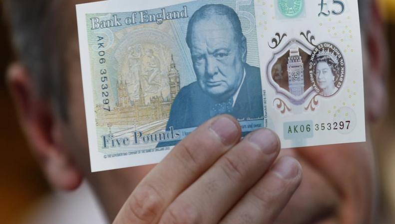 Банк Британии несобирается отказываться откупюры в5 фунтов из-за жалоб