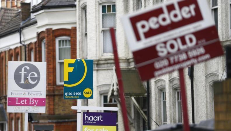 Снижение цен на жилье в Великобритании стало рекордным за восемь лет