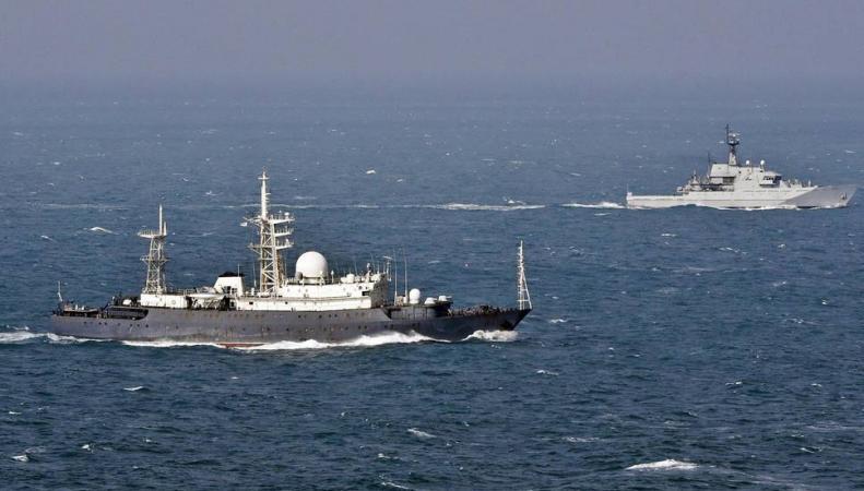 Силы ВМС Великобритании сопроводили три русских корабля вЛа-Манше
